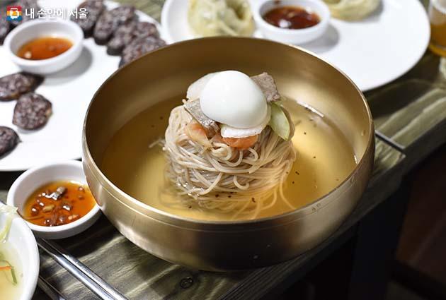 북한 정통 냉면 맛을 내는 '동무밥상' 냉면