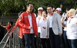 조코 위도도 인도네시아 대통령과 박원순 서울시장이 11일 만나 청계천을 함께 산책했다