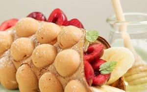체리와 바나나가 들어간 홍콩식 에그와플