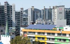 태양광 발전시설을 설치한 녹번초등학교