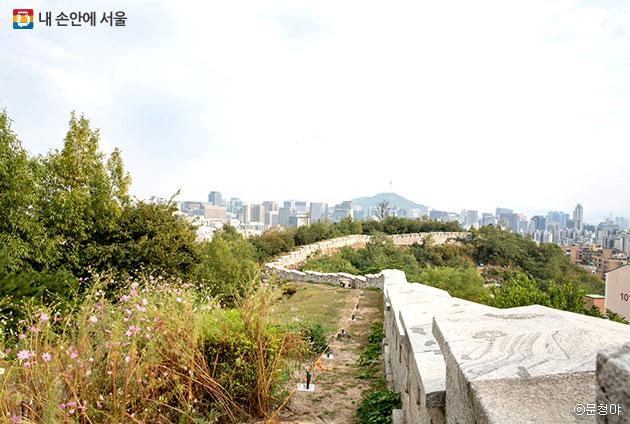 성곽길에서 바라본 서울 전경