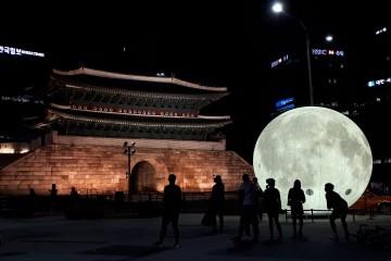 남대문에 보름달이 내려왔어요