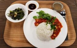 서울혁신파크 '맛동'에서 강의 후 먹어본 토마토 튀긴 두부 덮밥, 공심채 볶음, 레몬그라스 진저티