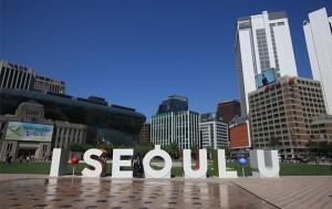'I·SEOUL·YOU' 서울시브랜드는 '너와 내가 이어지며, 함께 공존하는 서울'이라는 의미를 담고 있다