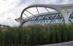 유리 온실로 된 '식물문화센터' 전경