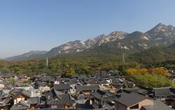 북한산 자락에 위치한 은평한옥마을