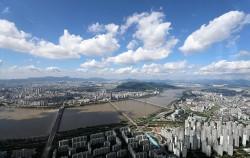 서울시는 올해 말까지 난방비 부담과 미세먼지 걱정을 덜 수 있는 '친환경콘덴싱보일러' 보급을 확대한다. 사진은 롯데월드타워에서 바라본 미세먼지 없는 서울.