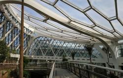 빛 투과율이 우수한 신소재를 적용한 온실 천장과 스카이워크