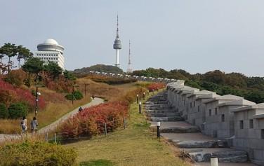 한양도성 남산구간은 숭례문에서 남산공원으로 이어진다.