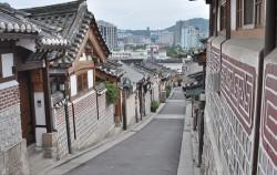 북촌 한옥마을 풍경, 서울시는 외국인 관광객 대상 도시민박 및 한옥숙박 창업자를 위한 사업설명회를 개최한다.
