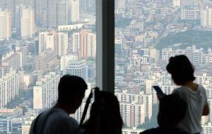 서울시는 '신혼부부 임차보증금 지원사업' 대상과 기간을 확대해 11월 5일부터 신청 받는다