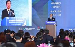 박원순 시장이 28일 베이징 그랜드 하얏트 호텔에서 열린 '2018 중국투자협력주간 행사'에서 환영사를 하고 있다