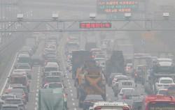 서울형 미세먼지 비상저감조치가 발령된 7일 강변북로 인근에 설치된 노후 경유차 단속 CCTV