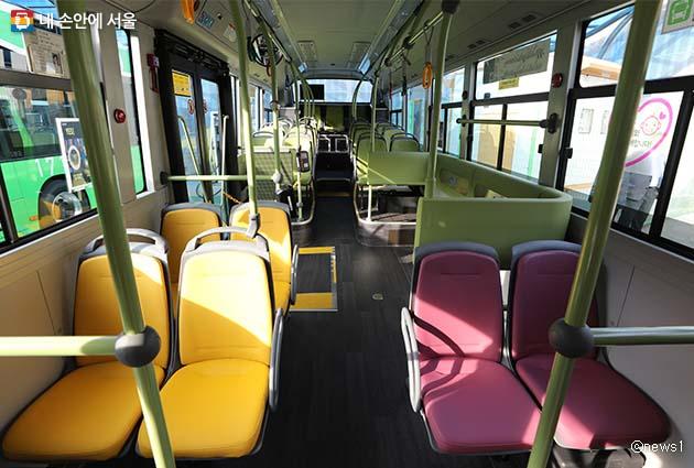 이번에 도입되는 전기버스는 모두 저상버스로 교통약자의 편의도 고려했다. 사진은 전기버스의 내부