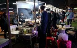 강동구청 열린뜰 청년야시장에서 요즘 인기를 끌고 있는 다양한 퓨전음식을 맛 볼 수 있었다