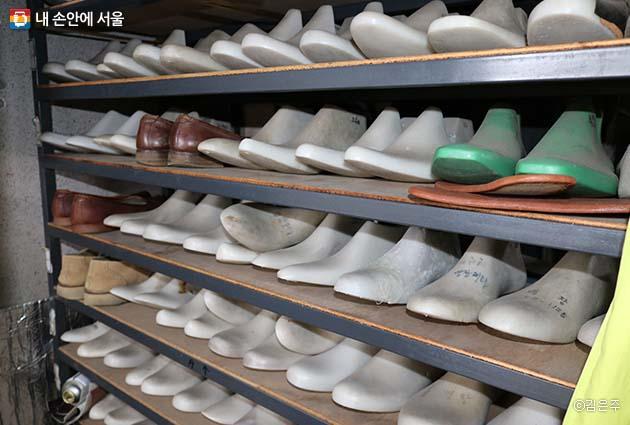 수제화 목형들. 나에게 꼭 맞는 신발이 제작되는 것이 수제화의 가장 큰 매력이다.