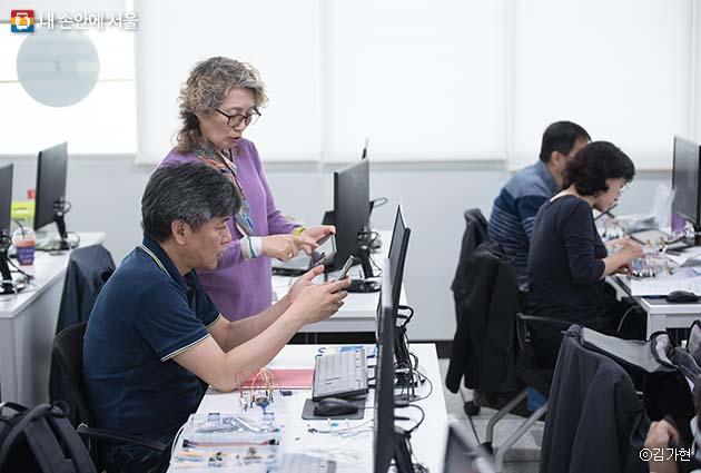 50플러스캠퍼스에서 운영되는 수업 중 '커리어모색학부' 과정