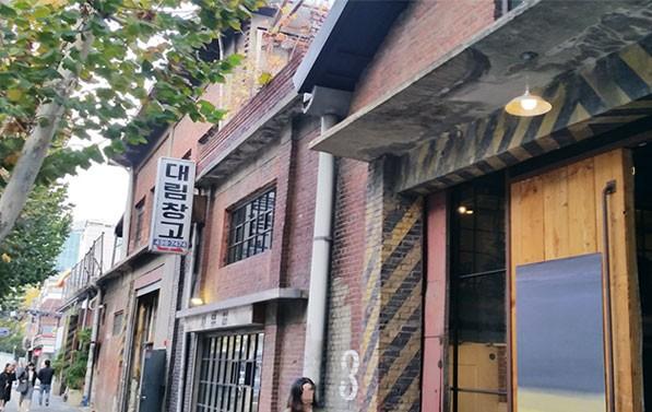 50여 년 간 정미소와 창고였던 공간을 리모델링한 성수동의 카페 `대림창고`