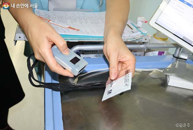 환자인식시스템은 환자팔찌에 부착된 바코드로 세밀하게 관리되고 있다