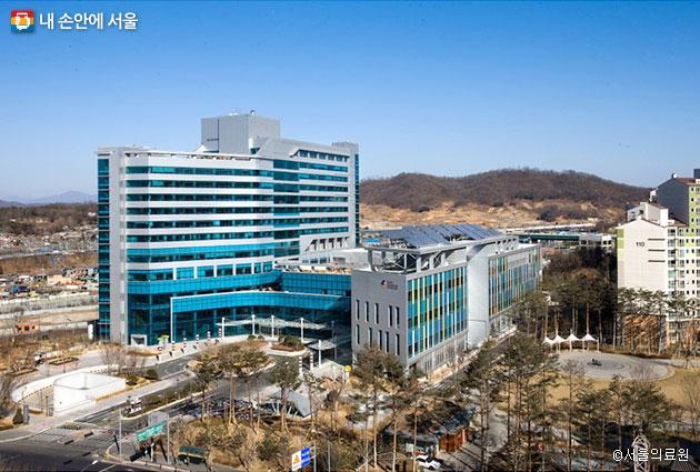 서울 신내동에 위치한 서울의료원, 올해로 개원 41주년을 맞았다.