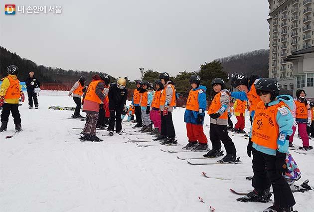 청소년 스키캠프에 참여한 학생들