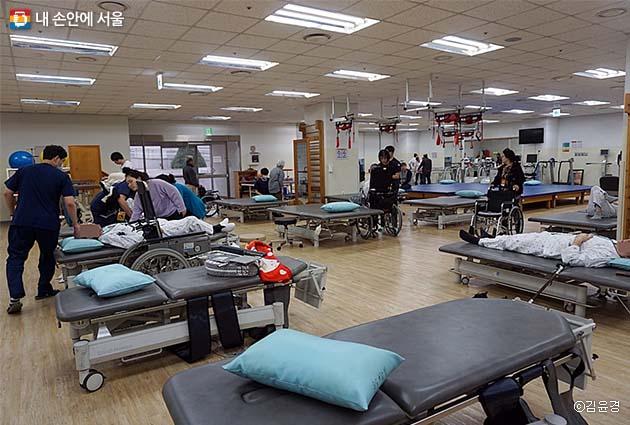재활 의학 센터내 운동 치료실 전경