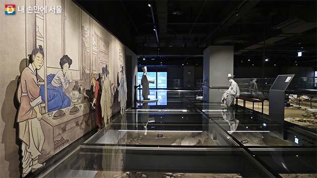 조선시대 화가 신윤복의 그림 주사거배는 당시 선술집의 모습을 담고 있는데 종로 뒷골목 풍경 중의 하나다