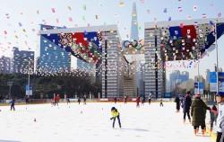 올림픽공원 스케이트장에서 신나게 스케이트를 타고 있는 어린이들