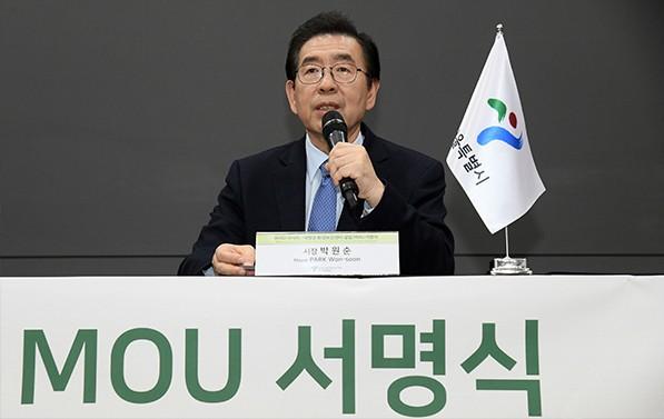 15일에 열린 'WHO 아시아-태평양 환경보건센터' 서울 설립을 위한 양해각서 서명식에 참석한 박원순 시장