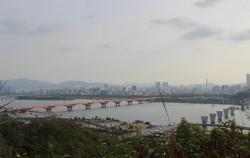 하늘공원에서 바라본 한강 옆 난지한강공원 전경