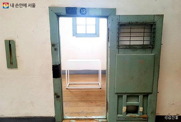 김구 선생 유물들이 전시되는 12옥사 13번 방
