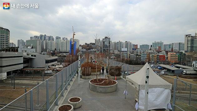 서울로 전시관 옥상에서 바라본 만리동 전경