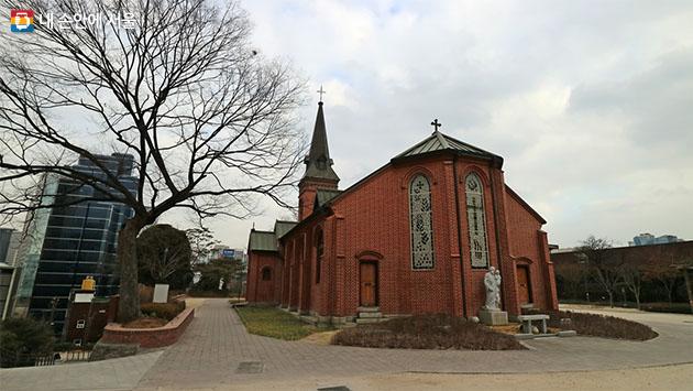 우리나라 최초의 서양식 성당 중림동 약현성당