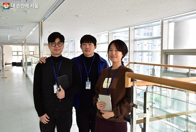 50플러스 남부캠퍼스에서 대학생 인턴십에 참가 중인 3인, (좌로부터) 고아라, 강태헌, 김건우 인턴