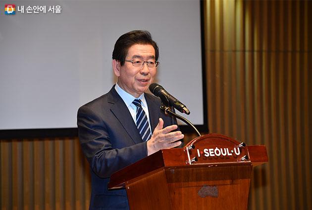 박원순 시장이 22일 서울시청에서 열린 '제로페이 가맹점주 홍보단 발대식'에서 축사를 전하고 있다
