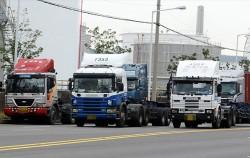 서울시가 대형 화물차 '차로이탈경고장치' 장착비용을 지원한다
