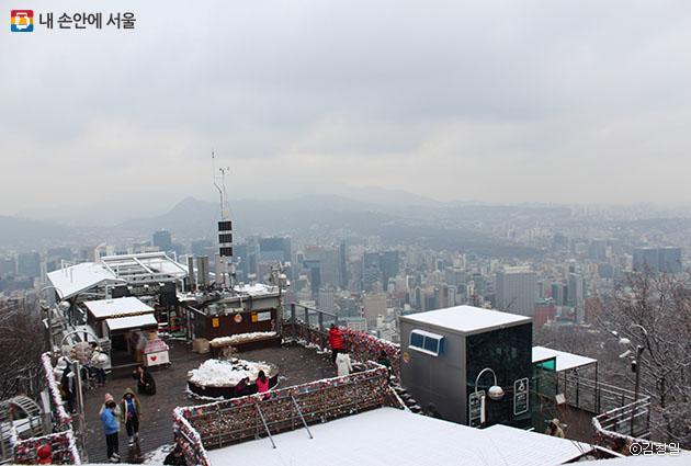 서울 전경이 내려다보이는 케이블카 탑승장