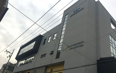 성북50+센터(성북구 지봉로24길 26)는 6호선 보문역 7번 출구에서 신설동 방면으로 200m 가량(도보 3분) 걸어오면 된다.