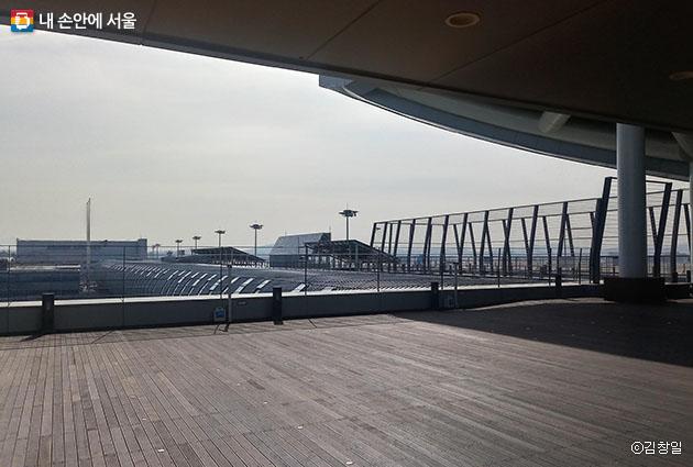 국내선 청사 4층과 이어진 김포공항 전망대