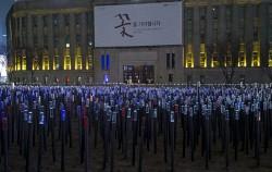 """3.1운동 100주년을 맞아 서울광장에서 진행된 """"꽃을 기다립니다"""" 전시"""