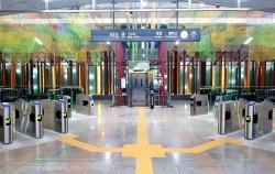 '정원이 있는 미술관'으로 탈바꿈한 지하철 6호선 녹사평역