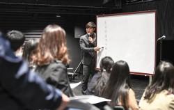 점심시간을 이용한 '정오의 스낵톡톡' 첫 번째 예술교실이 세종문화회관 S씨어터에서 열렸다