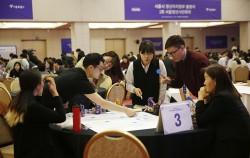 청년자치정부 출범식과 함께 열렸던 '제1회 청년시민회의' 조별 테이블 토론 모습