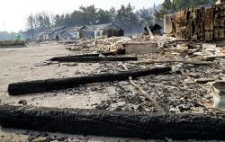 5일 강원도 강릉시 옥계면에서 발생한 산불이 번진 동해시 망상오토캠핑장 일원 건물들이 잿더미로 변해 있다.