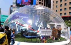 한국항공우주연구원의 원형돔 부스가 눈길을 사로잡고 있다