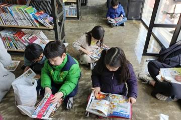 아이들 도서관으로 변한 서울책보고 서가통로