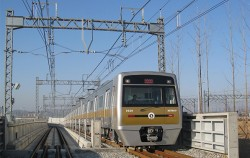 서울지하철 9호선. 9호선과 인천국제공항철도 간 직결운행 사업을 추진 중이다.