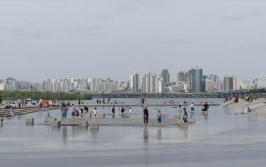 여의도한강공원 물빛광장, 여름 더위를 피하기에 제격이다.