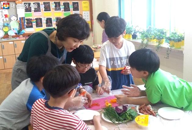 학교로 `찾아가는 식생활교육` (박은아 학부모강사)