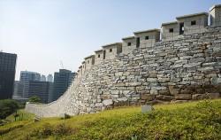 남산공원 입구 한양도성